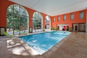 carrelage-monteux-exterieur-piscine-bord